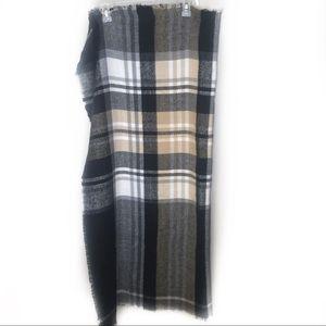 Accessories - Gorgeous plaid acrylic scarf!